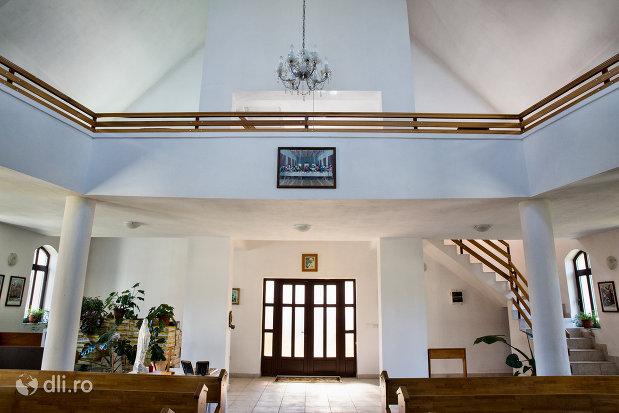 imagine-de-interior-in-biserica-greco-catolica-din-vama-judetul-satu-mare.jpg