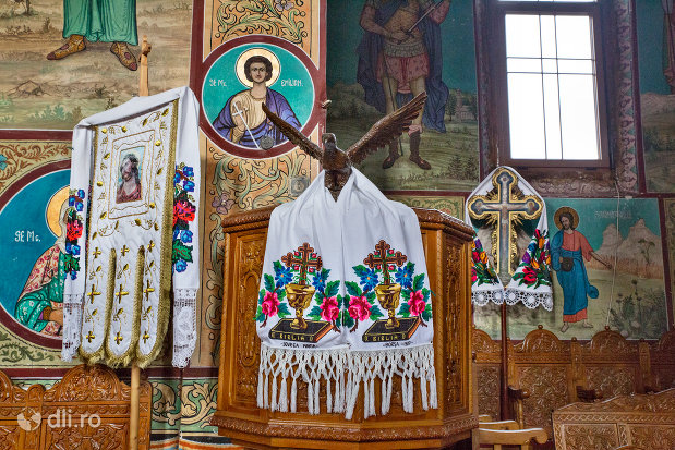 imagine-de-interior-manastirea-adormirea-maicii-domnului-din-moisei-judetul-maramures.jpg