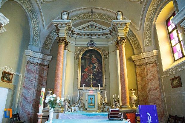 imagine-de-la-altarul-din-biserica-romano-catolica-din-ocna-mures-judetul-alba.jpg