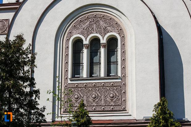 imagine-de-la-catedrala-ortodoxa-sf-arhangheli-mihail-si-gavril-din-orastie-judetul-hunedoara.jpg