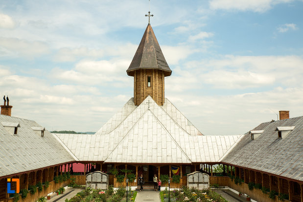 imagine-de-la-manastirea-sf-ana-din-orsova-judetul-mehedinti.jpg