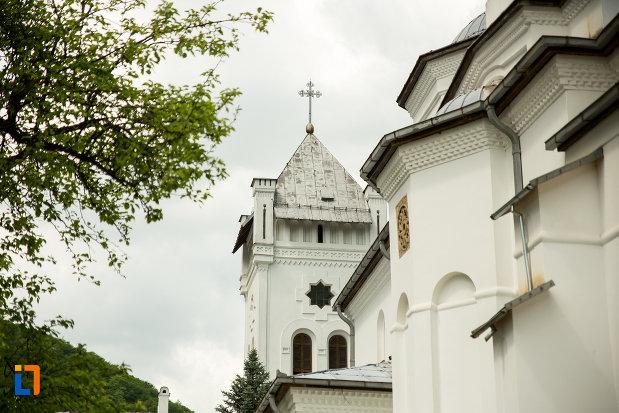 imagine-de-la-manastirea-tismana-judetul-gorj.jpg