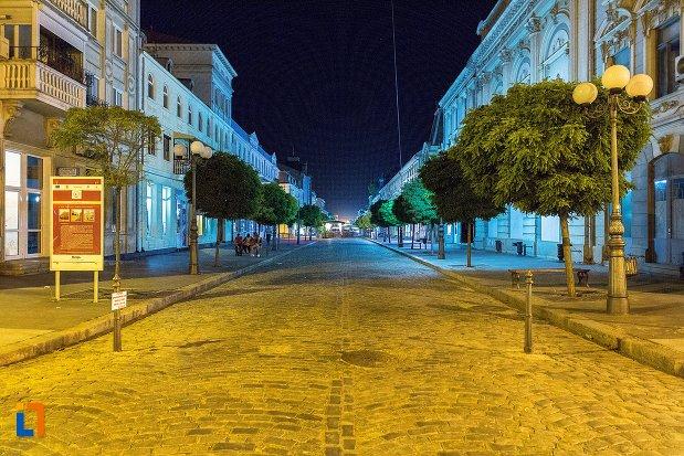imagine-de-noapte-cu-ansamblul-de-arhitectura-strada-mihai-eminescu-si-strada-1-decembrie-din-braila-judetul-braila.jpg