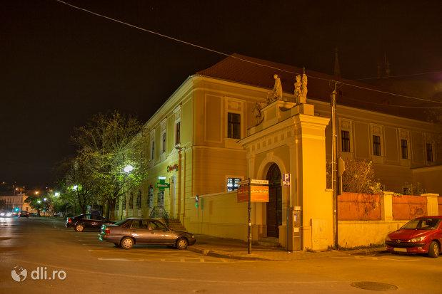 imagine-de-noapte-cu-spitalul-ordinului-mizericordienilor-din-oradea-judetul-bihor.jpg
