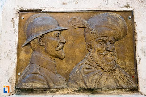imagine-de-pe-monumentul-eroilor-din-gaesti-judetul-dambovita.jpg