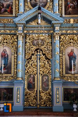 imagine-din-biserica-ortodoxa-nasterea-maicii-domnului-din-sannicolau-mare-judetul-timis.jpg