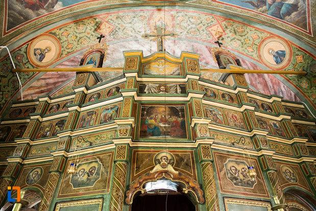 imagine-din-biserica-sf-treime-din-caracal-judetul-olt.jpg