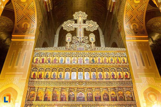 imagine-din-catedrala-mitropolitana-sf-dimitrie-din-craiova-judetul-dolj.jpg
