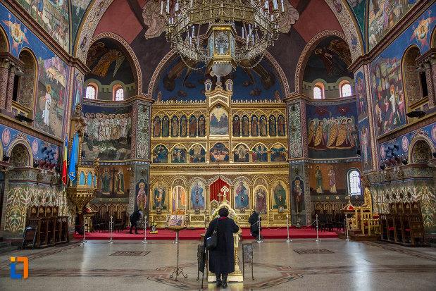 imagine-din-catedrala-mitropolitana-sf-treime-din-sibiu-judetul-sibiu.jpg