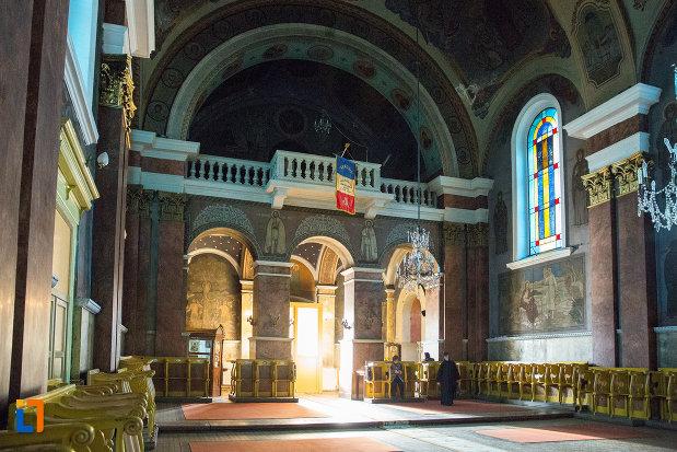 imagine-din-catedrala-naterea-sfantului-ioan-botezatorul-din-arad-judetul-arad.jpg
