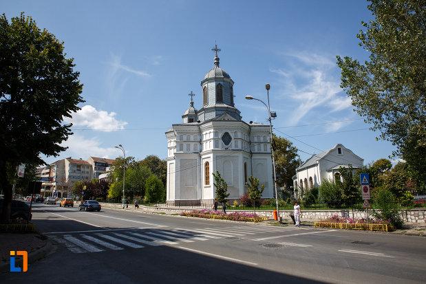 imagine-din-departare-cu-catedrala-sf-ierarh-nicolae-din-tulcea-judetul-tulcea.jpg