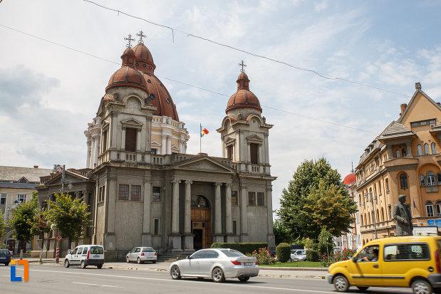 imagine-din-fata-cu-biserica-buna-vestire-catedrala-mica-din-targu-mures-judetul-mures.jpg