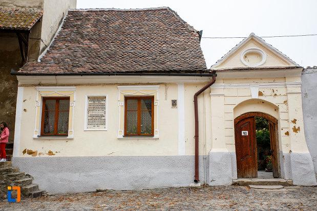 imagine-din-fata-cu-casa-natala-a-lui-stephan-ludwig-roth-1796-din-medias-judetul-sibiu.jpg