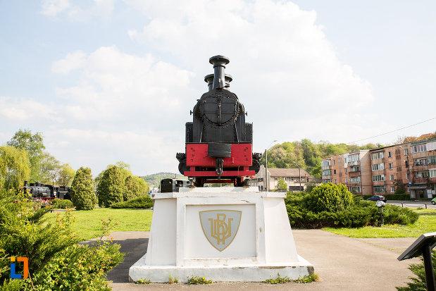 imagine-din-fata-cu-locomotiva-din-muzeul-locomotivelor-cu-aburi-din-resita-judetul-caras-severin.jpg