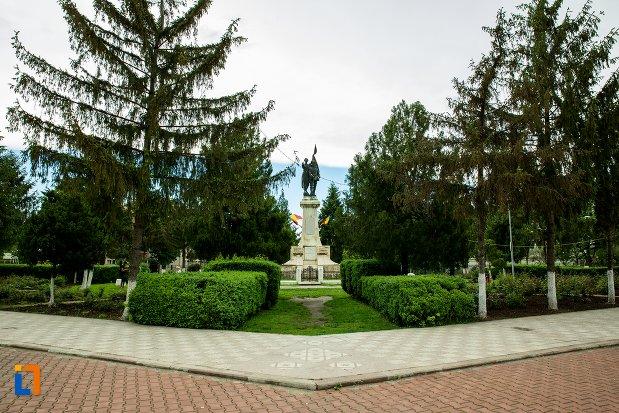 imagine-din-fata-cu-monumentul-independentei-din-corabia-judetul-olt.jpg