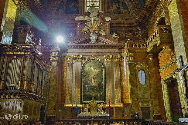 imagine-din-interior-bazilica-romano-catolica-din-oradea-judetul-bihor.jpg