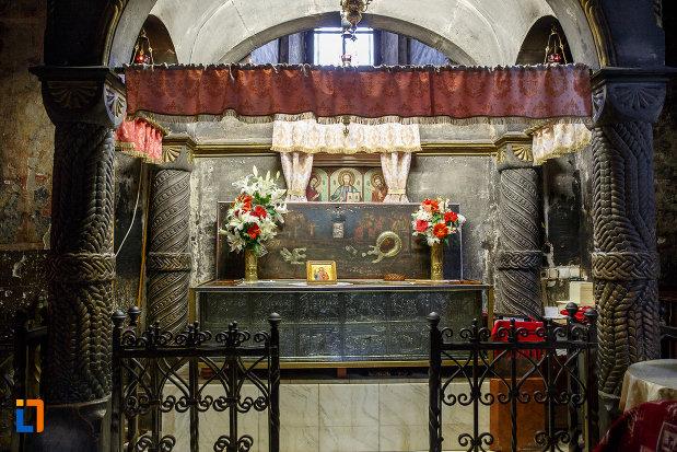 imagine-din-interiorul-bisericii-sf-gheorghe-1522-din-suceava-judetul-suceava.jpg