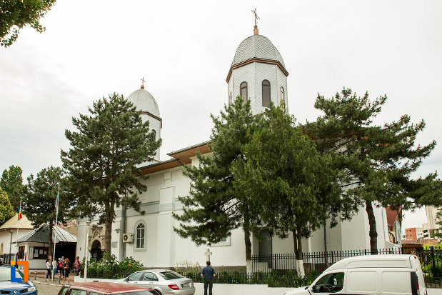 imagine-din-lateral-cu-biserica-adormirea-maicii-domnului-mavromol-din-galati-judetul-galati.jpg