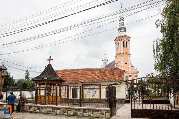 imagine-din-lateral-cu-biserica-ortodaxa-sf-adormire-din-sacele-judetul-brasov.jpg