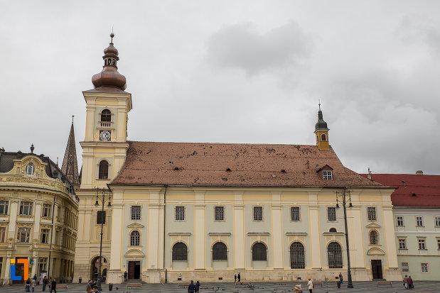 imagine-din-lateral-cu-biserica-parohiala-evanghelica-sf-maria-din-sibiu-judetul-sibiu.jpg