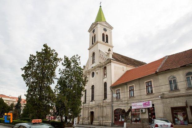 imagine-din-lateral-cu-biserica-sf-elisabeta-a-ungariei-manastirea-minorita-din-aiud-judetul-alba.jpg
