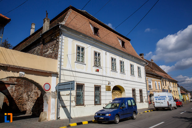 imagine-din-lateral-cu-centrul-cultural-lucian-blaga-muzeul-municipal-din-sebes-judetul-alba.jpg