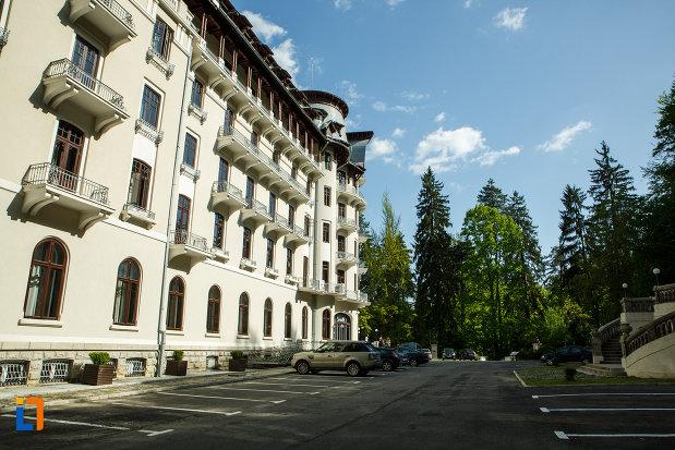 imagine-din-lateral-cu-hotel-palace-din-baile-govora-judetul-valcea.jpg
