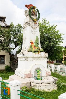 imagine-din-lateral-cu-monumentul-eroilor-din-moreni-judetul-dambovita.jpg