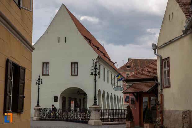 imagine-din-lateral-cu-muzeul-de-etnografie-si-arta-populara-saseasca-din-sibiu-judetul-sibiu.jpg