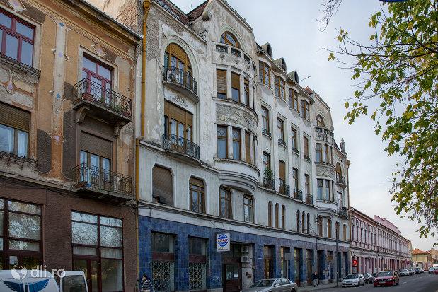 imagine-din-lateral-cu-palatul-ullman-din-oradea-judetul-bihor.jpg