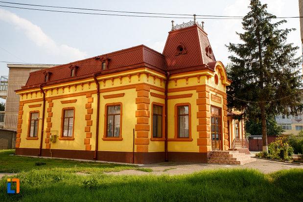 imagine-din-lateral-cu-protoieria-fosta-casa-municipala-de-cultura-din-rosiorii-de-vede-judetul-teleorman.jpg