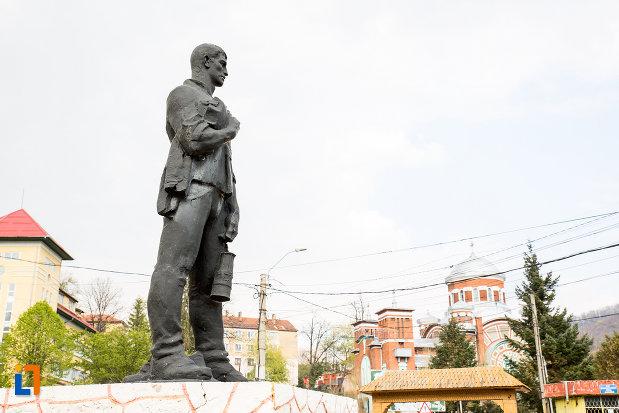 imagine-din-lateral-cu-statuia-minerului-din-anina-judetul-caras-severin.jpg