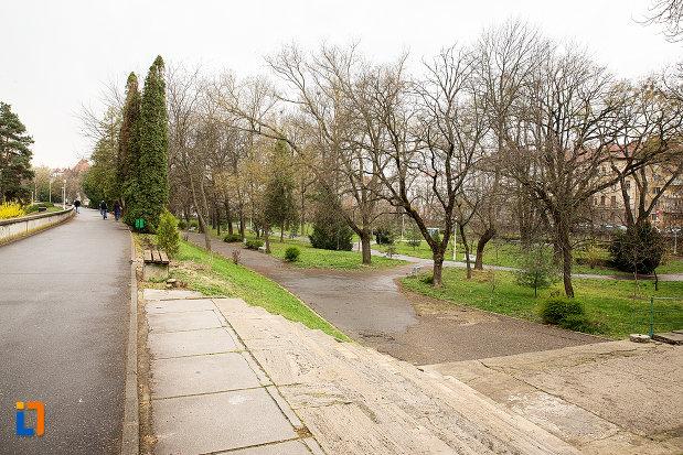 imagine-din-parcul-mihai-eminescu-din-arad-judetul-arad.jpg