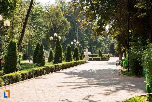 imagine-din-parcul-mihai-eminescu-din-botosani-judetul-botosani.jpg