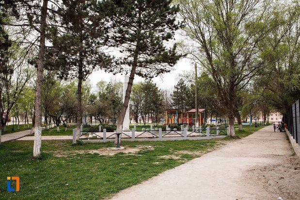 imagine-din-parcul-orasului-ocna-mures-judetul-alba.jpg