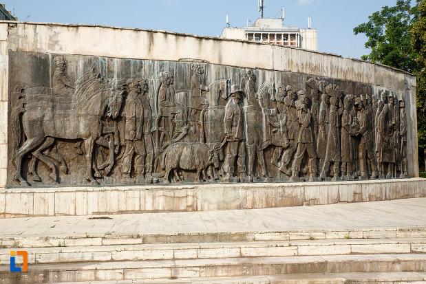 imagine-din-spate-cu-monumentul-independentei-din-turnu-magurele-judetul-teleorman.jpg