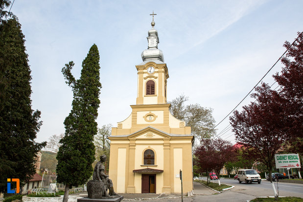imagine-frontala-cu-biserica-romano-catolica-imaculata-conceptiune-1738-din-bocsa-judetul-caras-severin.jpg