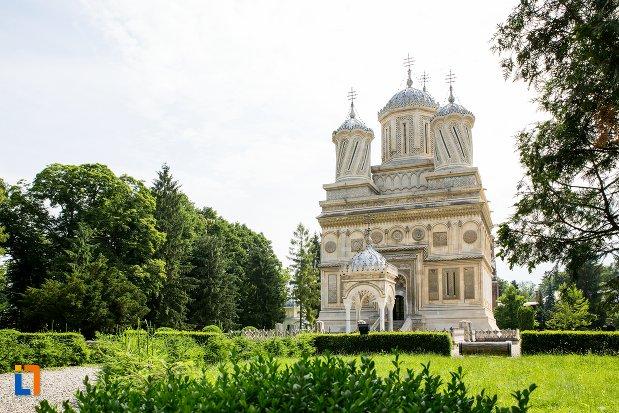 imagine-indepartata-cu-ansamblul-manastirea-argesului-din-curtea-de-arges-judetul-arges.jpg