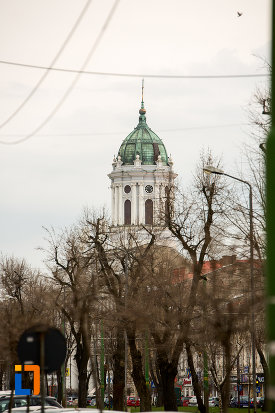 imagine-indepartata-cu-catedrala-romano-catolica-din-arad-judetul-arad.jpg