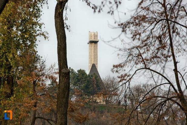 imagine-indepartata-cu-monumentul-eroilor-neamului-din-cluj-napoca-judetul-cluj.jpg