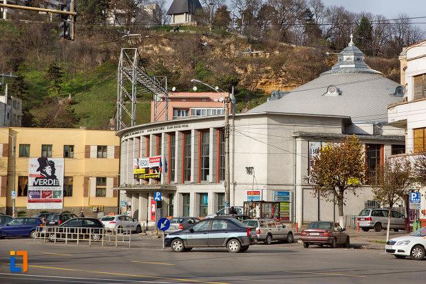 imagine-indepartata-cu-teatrul-maghiar-de-stat-si-opera-maghiara-de-stat-din-cluj-napoca-judetul-cluj.jpg