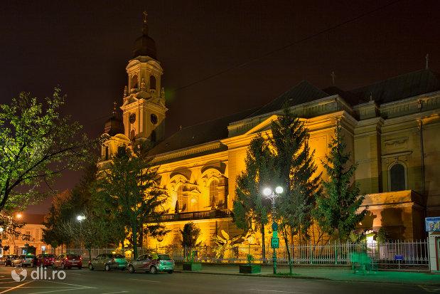 imagine-nocturna-cu-biserica-romano-catolica-coborarea-sfantului-duh-din-oradea-judetul-bihor.jpg