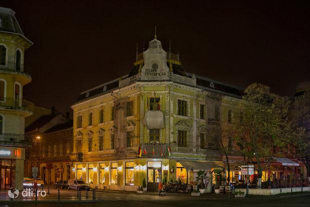 imagine-nocturna-cu-hotel-rimanoczy-din-oradea-judetul-bihor.jpg