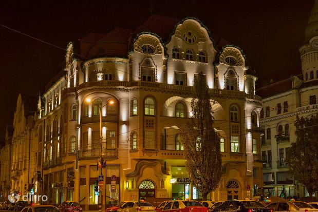 imagine-nocturna-cu-palatul-vulturul-negru-din-oradea-judetul-bihor.jpg