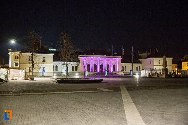 imagine-nocturna-cu-sala-unirii-1-decembrie-1918-din-alba-iulia-judetul-alba.jpg