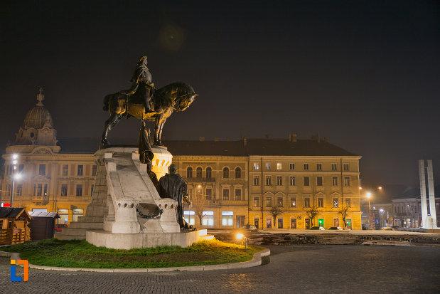 imagine-nocturna-cu-statuia-lui-matei-corvin-din-cluj-napoca-judetul-cluj.jpg