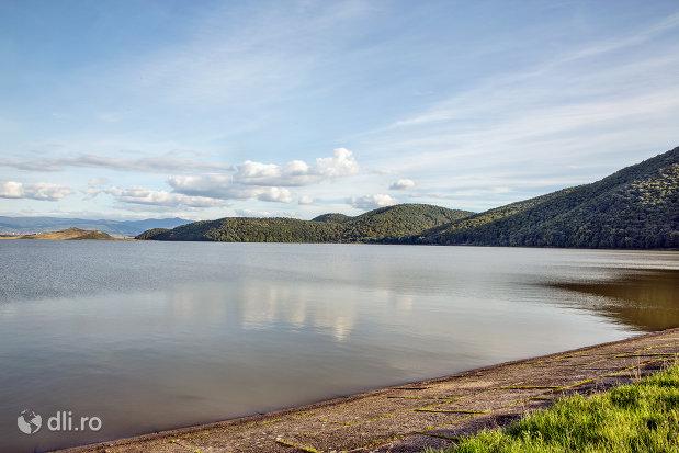 imagine-spre-lacul-din-calinesti-oas-judetul-satu-mare.jpg