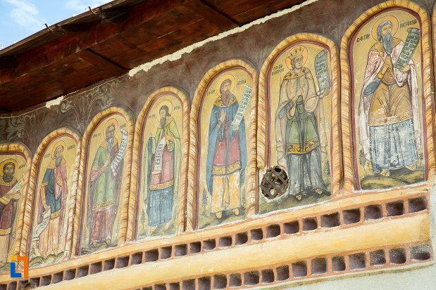 imagini-cu-sfinti-biserica-toti-sfintii-din-caracal-judetul-olt.jpg