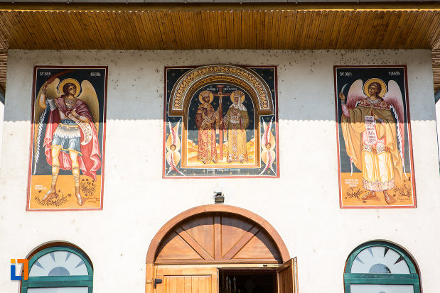 imagini-cu-sfinti-pictate-pe-catedrala-sf-imparati-constantin-si-elena-din-urziceni-judetul-ialomita.jpg