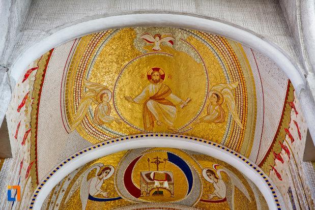 imagini-din-mozaic-biserica-orthodox-schimbarea-la-fata-din-cluj-napoca-judetul-cluj.jpg